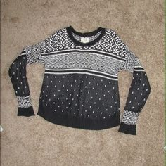 Black and white sweatershirt! Worn once. In like new condition. Very warm and comfortable. Great for fall and winter. Tops