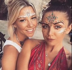 The Best Festival Makeup Ideas And Boho Looks. Make Up Ideas For A Rave, Music F Die besten Festival-Make-up-Ideen und Boho-Looks. Make Up Ideas For A Rave, Musik für … aus Festival Looks, We Color Festival, Festival Make Up, Rave Festival, Coachella Festival, Festival Camping, Festival Style, Festival 2017, Music Festival Makeup