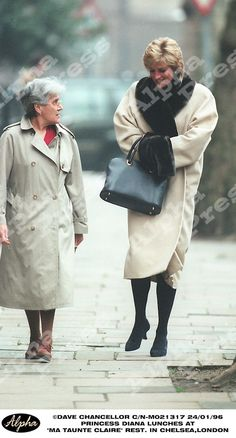 "24/01/96 CHELSEA,LONDON..PRINCESS DIANA LUNCHES AT ""MA TAUNTE CLAIRE"" RESTAURANT."