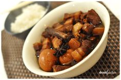 An Aussie friend of mine once asked me about my heritage and I mentioned that I hailed from a long (and very distant) line of Chinese migrants from Fujian. Of which my Chinese dialect would be Hokk… Slow Cook Short Ribs, Braised Pork Belly, Pork Belly Recipes, Asian Recipes, Ethnic Recipes, Dessert Drinks, Desserts, Food Decoration, Pork Dishes