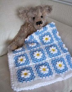 Baby Crochet Blanquet Pattern 20 Ideas For 2019 : Baby Crochet Blanquet Pattern. Baby Crochet Blanquet Pattern 20 Ideas For 2019 : Baby Crochet Blanquet Pattern… Baby Crochet B Crochet Daisy, Crochet Quilt, Crochet Squares, Crochet Blanket Patterns, Knit Or Crochet, Crochet Granny, Crochet Motif, Baby Blanket Crochet, Crochet Crafts