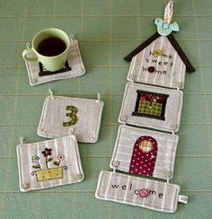Patchwork Examples - What pattern do you like? Quilting Projects, Sewing Projects, Diy Projects, Sewing Ideas, Small Quilts, Mini Quilts, Fabric Crafts, Sewing Crafts, Cute Coasters