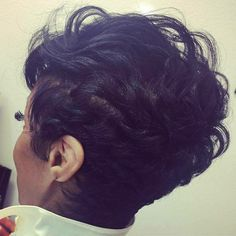 Do you want a new trendy haircut for the spring-summer 2019 season? Well, one of the most trendy haircuts this year is the pixie haircut. Short Sassy Hair, Cute Hairstyles For Short Hair, Short Pixie, Pixie Hairstyles, Pretty Hairstyles, Short Hair Cuts, Braided Hairstyles, Short Hair Styles, Edgy Pixie