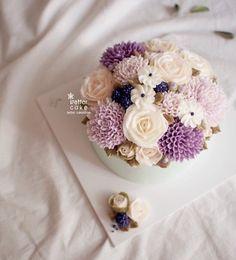 Done by student of Better class (베러 정규클래스/Regular class) www.better-cakes.com  #buttercream#cake#베이킹#baking#bettercake#like#버터크림케익#베러케이크#koreanbuttercream#flower#꽃#sweet#플라워케이크클래스#foodporn#birthday#wedding#디저트#bettercake#dessert#버터크림플라워케익#follow#food#koreancake#beautiful#flowerstagram#instacake#공방#꽃스타그램#베이킹클래스#instafood