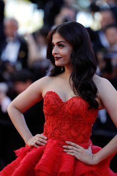 Aishwarya Rai Photos Photos - Indian actress Aishwarya Rai Bachchan poses as she arrives on May 20, 2017 for the screening of the film '120 Beats Per Minute (120 Battements Par Minute)' at the 70th edition of the Cannes Film Festival in Cannes, southern France. / AFP PHOTO / Alberto PIZZOLI AND Laurent EMMANUEL - 'The Square' Red Carpet Arrivals - The 70th Annual Cannes Film Festival