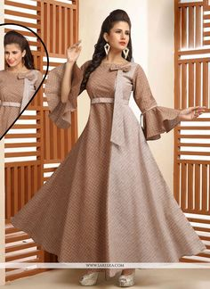 This season your look gets better definition with just a little attention to detail. Create a smoldering impact by this brown cotton party wear kurti. This ravishing attire is amazingly embroidered . Latest Dress Design, Long Dress Design, Dress Neck Designs, Casual Gowns, Casual Frocks, Casual Wear, Long Frocks For Kids, Frocks For Girls, Designer Kurtis
