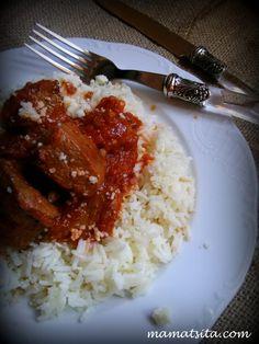 Μία από τις αναμνήσεις των παιδικών μου χρόmaνων είναι αυτή της μυρωδιάς του κοκκινιστού που μαγείρευε η μητέρα μου. Το ετοίμαζε προσθέτοντας πάντα 3 – 4 […] Tomato Sauce, Grains, Rice, Tasty, Beef, Food, Meat, Tomato Gravy, Essen