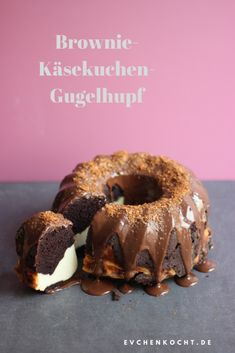 Brownie-Käsekuchen-Gugelhupf – ultimativ schokoladig Brownie cheesecake ring cake – ultimate chocolate Arugula and banana eggs this breakfast - abendessen 40 Easy Recipes for College Students # Easy Recipes for college students T. Fancy Desserts, Holiday Desserts, Chocolate Brownies, Chocolate Desserts, Vegan Chocolate, Brownie Cheesecake, Brownie Cake, Brownie Recipes, Cheesecake Recipes