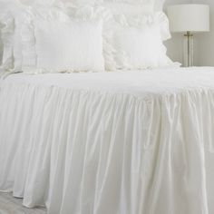Show Your Family The Greatest Pride – Decorate Your Living Room Using Shabby Chic – Shabby Chic Talk Shabby Chic Bedrooms, Shabby Chic Furniture, Bedroom Vintage, White Ruffle Bedding, Ruffle Bedspread, Teen Bedding, Bedding Sets, Chic Bedding, Bedroom Comforters