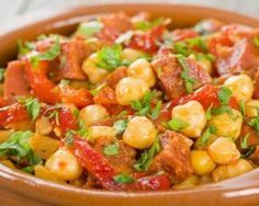 Garbanzos lentos con chorizo y pimientos: www.fourchette-et . Chorizo, Chickpea Stew, How To Cook Quinoa, Weight Watchers Meals, Light Recipes, Food Inspiration, Entrees, Veggies, Food And Drink