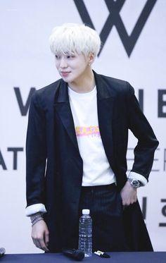 (144) ทวิตเตอร์ Seungyoon Winner, Winner Kpop, Boys Who, Peace And Love, Sign, Style, Twitter, Fashion, Moda