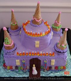 Castle cake, square cake, round cake, cupcakes with cones! Little Girl Birthday Cakes, Bday Girl, Cool Birthday Cakes, Castle Birthday Cakes, 5th Birthday, Cake Icing, Eat Cake, Cupcakes, Cupcake Cakes