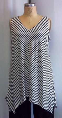 Coco and Juan Lagenlook Plus Size Black and White Stripe Bias Angled Tunic Tank Top Size 1 Fits 1X,2X Bust to 50 inches