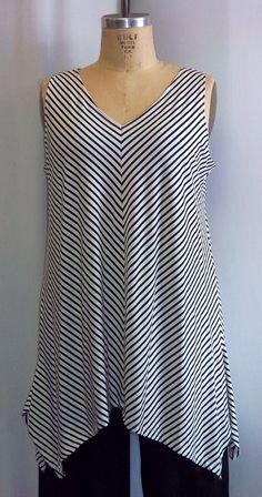 Coco y Juan Lagenlook Plus tamaño negro y blanco rayas sesgo angular túnica Tank Top Talla 1 se adapta a 1 X, 2 X busto a 50 pulgadas