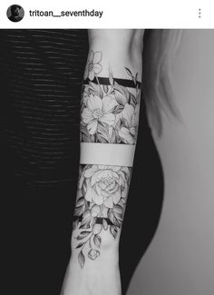 Tattoo Arm Frauen – I like the middle band, with the top and the bottom part of it… – Flower Tattoo Designs – Easter – tatoo Up Tattoos, Forearm Tattoos, Future Tattoos, Body Art Tattoos, Sleeve Tattoos, Tattoos For Women, Tatoos, Dragon Tattoos, Arm Band Tattoo For Women