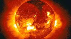 La NASA captó espectaculares imágenes de una erupción masiva en la corona solar con su nuevo sistema de observación, IRIS. El fenómeno ocurrió el pasado 9 de mayo, informó la propia NASA en su página web.  Mira el video: http://cnn.it/1l0mHz7