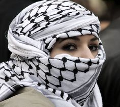 The keffiyeh/kufiya is a traditional Arab headdress fashioned from a square, usually cotton, scarf. It is typically worn by Arab men, as well as some Kurds. Le Bled, Shemagh Scarf, Arab Scarf, Muslim Men, Muslim Dating, Desert Fashion, Niqab, Headgear, Scarf Styles