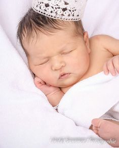 Kleine Prinzessin träum schön #prinzessinnenträumewerdenwahr . . #linda_krammer_photographie #lindakrammer #baby #newborn #schwangerschaft #schwanger #pregnant #pregnancy #bauchzwerg #kleineswunder #9monate #geburt #throwback #fotoliebe #fotografie #fotografin #fotographie #picoftheday #pictureoftheday #picture #babyfotografie #babyprinzessin #prinzessin #krone #crown #princess #dreams