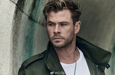 Get Chris Hemsworth Haircut in 3 Simple Steps! Chris Hemsworth Thor, Hemsworth Brothers, Australian Actors, Marvel Actors, Chris Evans, Haircuts For Men, Celebrity Crush, Beautiful Men, Sexy Men