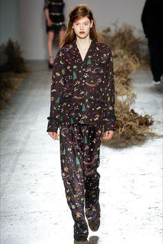 http://www.thatsalltrends.com/fashion/esopo-glamour-au-jour-le-jour-fw17/