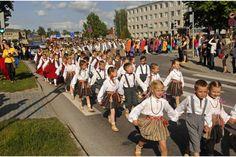 Tautastērps. Latvian folk costume, Baltics, Northern Europe. Lettische Tracht, Baltikum, Nordeuropa.