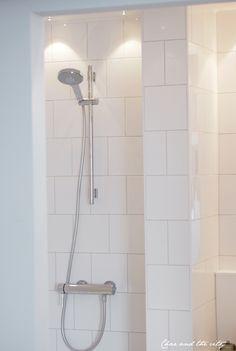 Classic Bathroom, White Bathroom, Bathroom Inspiration, Bathroom Ideas, Bathroom Toilets, River House, Bath Shower, Beautiful Bathrooms, Room Interior