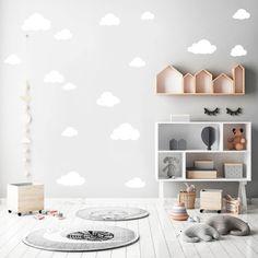 **Wandtattoo: Wolken in der Farbe: WEIß - 15 Wolken** **Größe Wolken** kl. Wolke 9 x 5 cm und gr. Wolke 20 x 11 cm Aufkleber werden auf drei DIN A4 Bögen geliefert All unsere Motive sind...