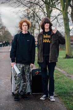 The best off-duty model street looks spotted outside the shows at Menswear Week Fall/Winter Captured by Johnathan Daniel Pryce. Urban Street Style, Casual Street Style, Men Street, Street Wear, Urban Fashion, Mens Fashion, Street Fashion, Fashion Week Hommes, Hipster Outfits Men