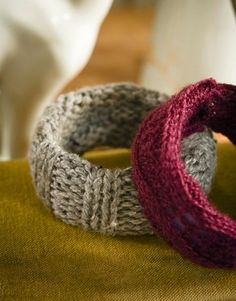 Recycled-sweater crafts: Bangles - Basic bracelets get dressed for the season in soft yarn (and, if you use jewelry you already own, they cost next to nothing). Just cover a plastic cuff in a strip of chunky knit, then hot-glue in place on the inside. Diy Jewelry Projects, Jewelry Crafts, Craft Projects, Handmade Jewelry, Jewelry Ideas, Craft Ideas, Knitting Projects, Ropa Upcycling, Recycled Crafts