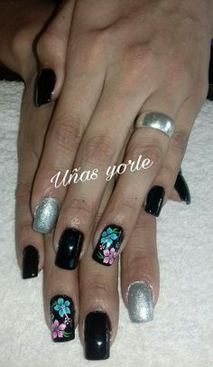 Colorful Nail Designs, Simple Designs, Hair Skin Nails, Get Nails, Flower Nails, Black Nails, Nail Arts, Manicure And Pedicure, Gel Polish