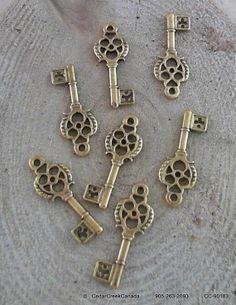 Antique Golden Matched 30mm Keys                         CC-90183