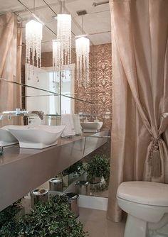 Quem gosta de um estilo mais casual, contemporâneo ou rústico na decoração, pode ousar no lavabo ou no banheiro social com uma decor...
