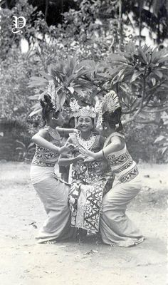 Dutch East Indies, The Lost World, Lets Dance, Balinese, Vintage Pictures, Historical Photos, Old Photos, Illusions, Statue