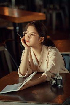 "Suzy ""Carin glasses"" 2018 F/W Collection Girl Reading Book, Woman Reading, Bae Suzy, Kim Yoo Jung, Wild Girl, Ulzzang Korean Girl, Kim Woo Bin, Korean Actresses, Korean Artist"
