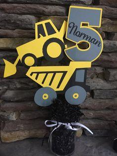 Tractor camión retroexcavadora cumpleaños centro por PaperMadeParty