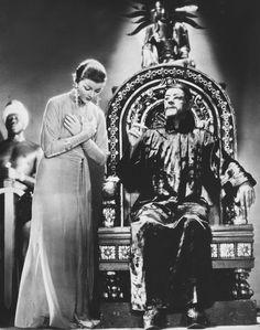 """Boris Karloff y Myrna Loy en """"La Máscara de Fu Manchú"""" (The Mask of Fu Manchu), 1932"""
