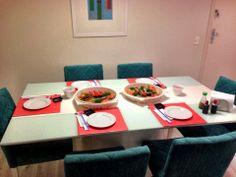 Sala de jantar da Dafne, com o kit de jogos americanos Double completando o jantar japonês para os amigos. www.704home.com.br