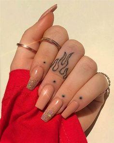 Finger Tattoo Designs, Finger Tattoo For Women, Hand Tattoos For Women, Tattoo Designs For Women, Simple Hand Tattoos, Womens Finger Tattoos, Cool Finger Tattoos, Tattoos For Hands, Leg Tattoos