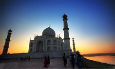 #picoftheday: The #Taj Mahal by sunset! Doesn't it look aesthetically beautiful?