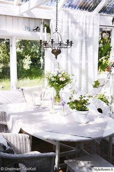 ruokapöytä,kasvihuone,piha,terassi,terassin sisustus