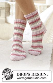Free knitting patterns and crochet patterns by DROPS Design Winter Knitting Patterns, Knitted Socks Free Pattern, Crochet Socks, Knitted Slippers, Knitting Socks, Free Knitting, Knitted Gloves, Crochet Patterns, Drops Design