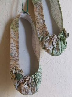 Jennifer Collier is a very talented UK based artist. I first came across Jennifer a few years ago when we both had stalls in Manches. Art From Recycled Materials, Recycled Art, Jennifer Collier, Digital Photo Album, Paper Clay Art, Recycled Dress, A Level Art, Paperclay, Dance Art