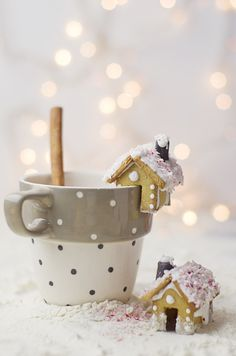 Darling mini gingerbread houses! Who wouldn't want a cup of cocoa with these little lovelies on them?
