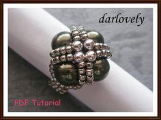 Beaded Pearl Ring Tutorial Pattern Green Pearl Metal by darlovely Bead Jewellery, Beaded Jewelry, Handmade Jewelry, Beaded Rings, Beaded Bracelets, Pearl Necklaces, Jewelry Crafts, Jewelry Art, Jewelry Bracelets