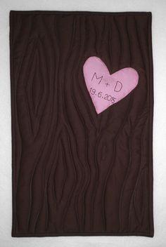 https://flic.kr/p/uTvzBM | Hochzeit Dennis+Marzena | Seit heute haben wir eine zauberhafte Schwiegertochter - unser Sohn hat eine wirklich gut gewählt :))) Dieser kleine Quilt ist das 'Versteck' unseres Geschenkes , das in einem weiteren Herzen auf der Rückseite zu finden ist....
