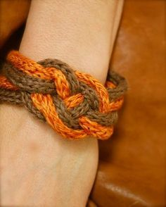 Bracelet with tricotin (video)