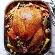 This Thanksgiving turkey is a must-have recipe. It has a citrus marmalade glaze, homemade gravy, garlic-roasted root veggies, and a bread-and-cranberry stuffing. Just add dessert, and your Thanksgiving menu will be complete! Traditional Christmas Dinner, Christmas Dinner Menu, Christmas Eve, Christmas Dinners, Christmas Planning, Best Thanksgiving Recipes, Holiday Recipes, Thanksgiving Turkey, Christmas Recipes
