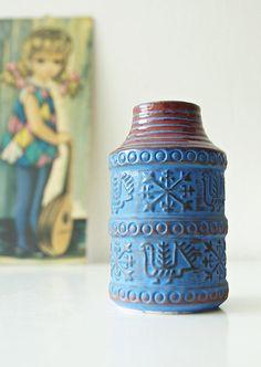 Hoi! Ik heb een geweldige listing op Etsy gevonden: https://www.etsy.com/nl/listing/544466356/vintage-vase-made-by-bay-keramik-west