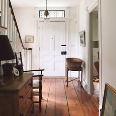 how to tackle clutter in every room of the house to help you get organized. how to tackle clutter in every room of the house to help you get organized. Interior Modern, Interior And Exterior, Interior Design, Interior Ideas, Style At Home, Foyer Decorating, Interior Decorating, Decorating Ideas, Ivy House