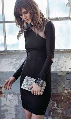 Kleines Schwarzes in modischer Variante! Figurnahes, knielanges Jerseykleid, tailliert geschnitten. #kleinesschwarzes #festtagsmode #Wintertrends #Impressionenversand